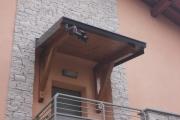 tettoia a sbalzo in legno lamellare