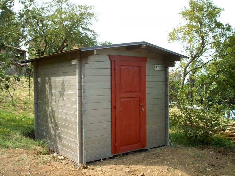 casetta con porta rossa