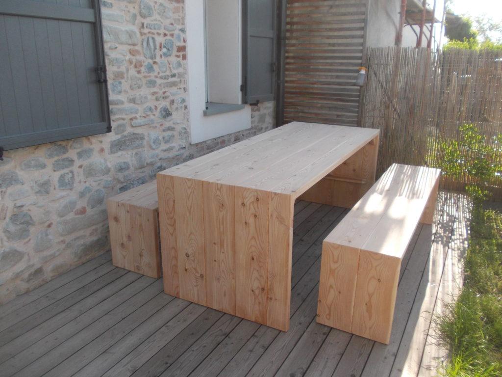 tavolo e panche in legno di larice